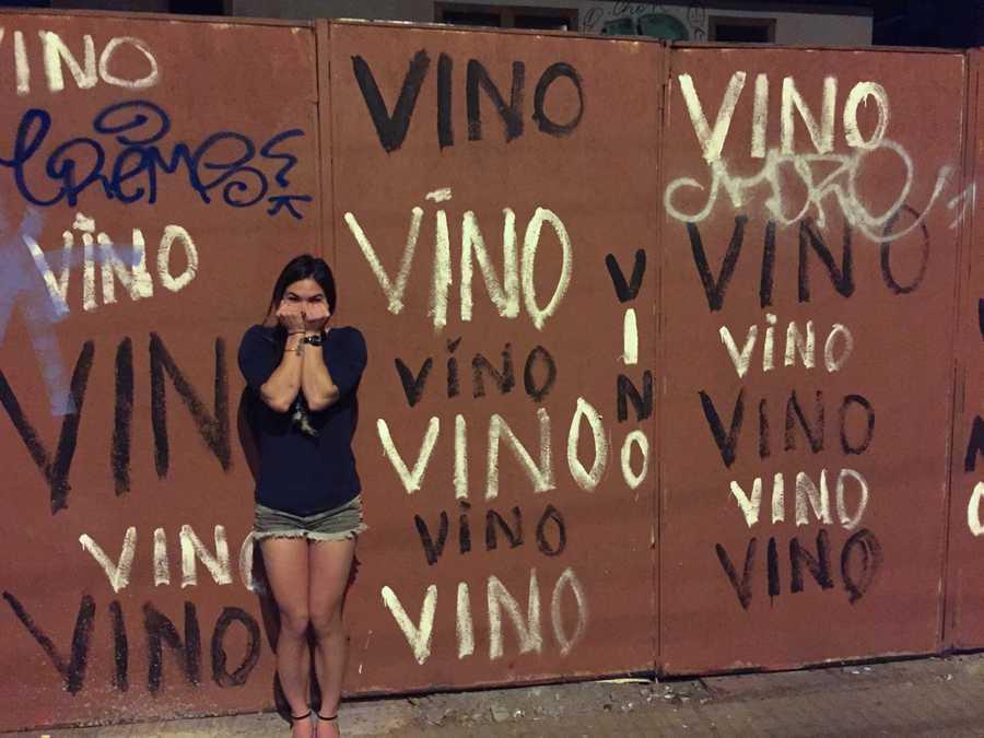 vino grafitti in santiago