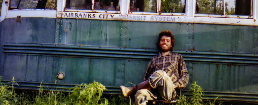 Foto do McCandless na frente do Magic Buss