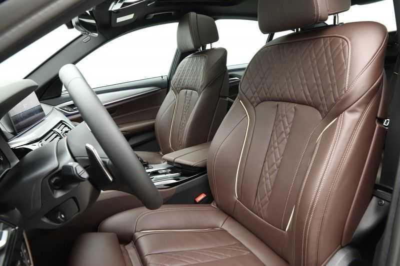 BMW 5 Serie 540d xDrive High Executive afbeelding 9