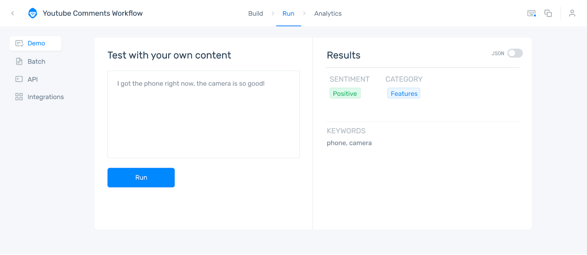 MonkeyLearn's AI tools sorting customer feedback by sentiment ans topic
