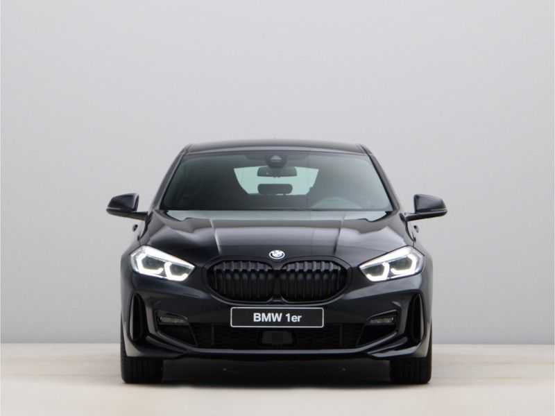 BMW 1 Serie 120i Exe Aut M-Sport 179 pk afbeelding 3