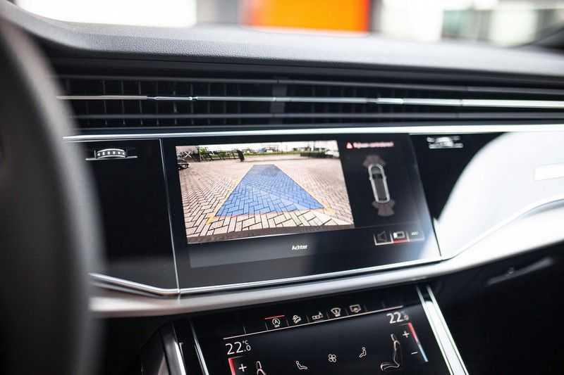 """Audi Q8 50 TDI Quattro *S-line / 23"""" / Panorama / Matrix-LED / Standkachel* afbeelding 9"""