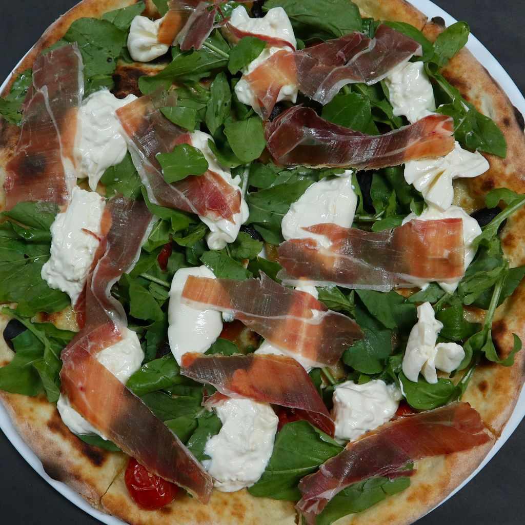 pizza: burrata