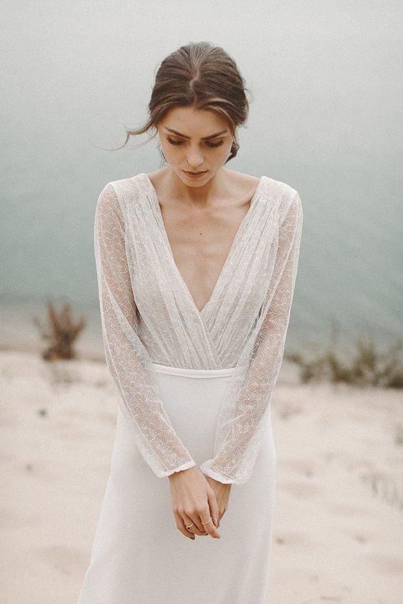 Robe de mariée, manches et décolleté en dentelle