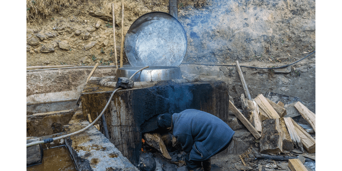 paper making in the Himalayas
