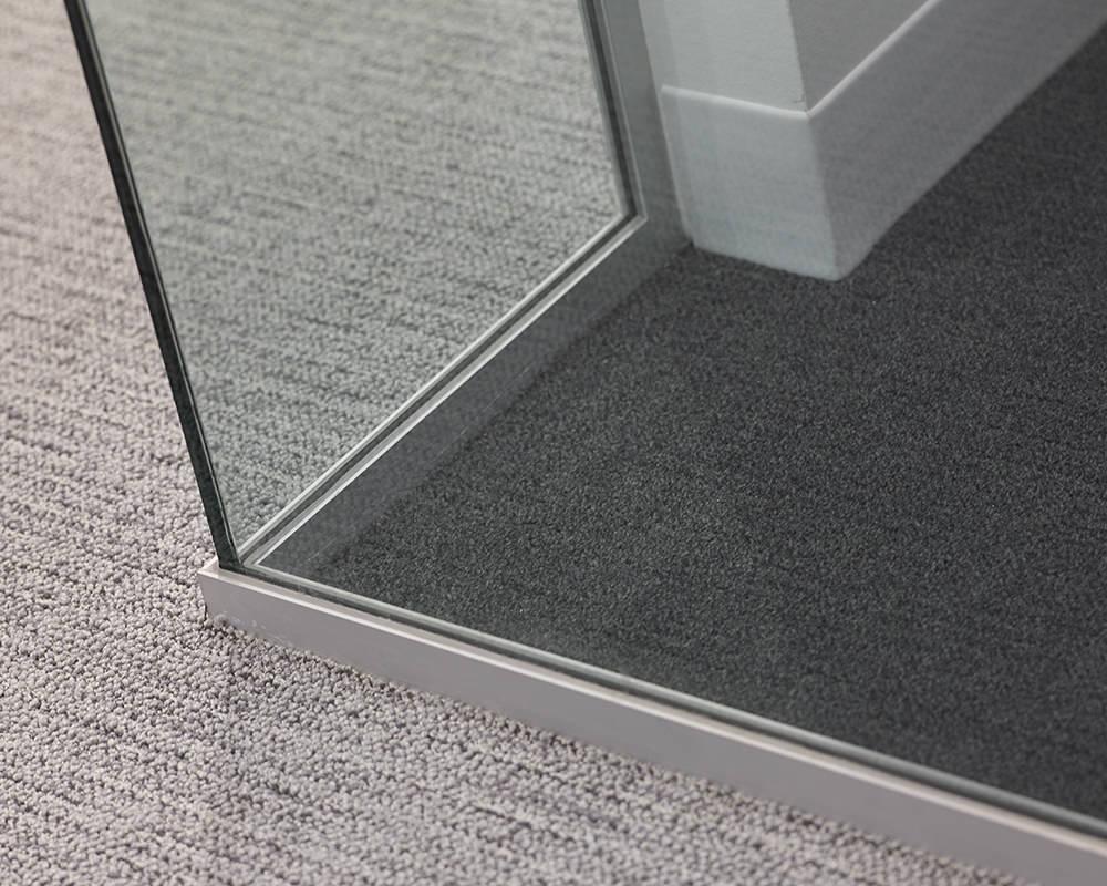 Glass Corner With Metal Framing