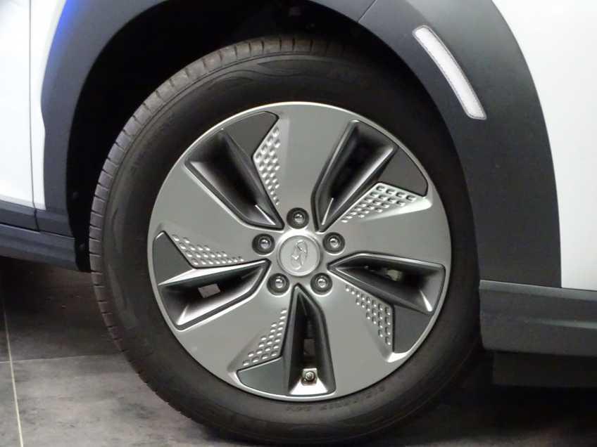 Hyundai Kona EV Premium 64 kWh Ex BTW 4% Bijtelling Leder Navi HUD Clima Camera afbeelding 16