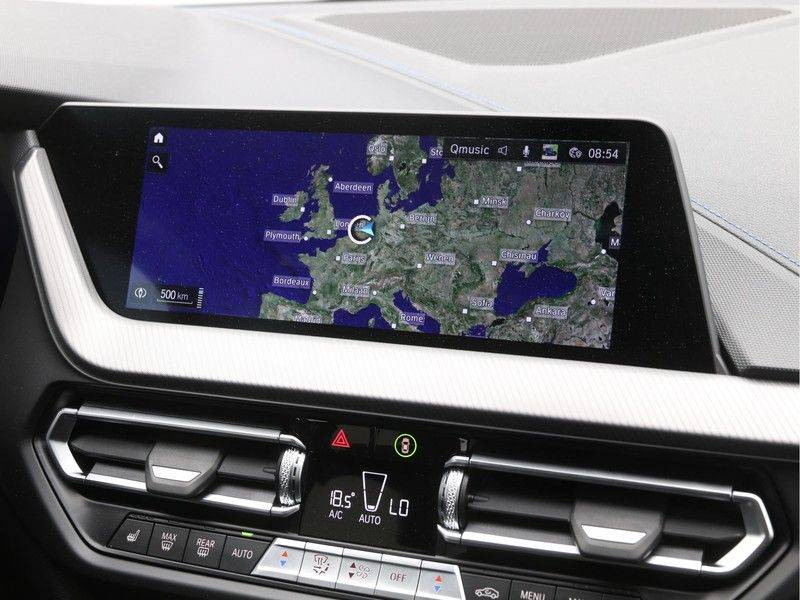 BMW 1 Serie 120i High Exe M-Sport Aut. afbeelding 19