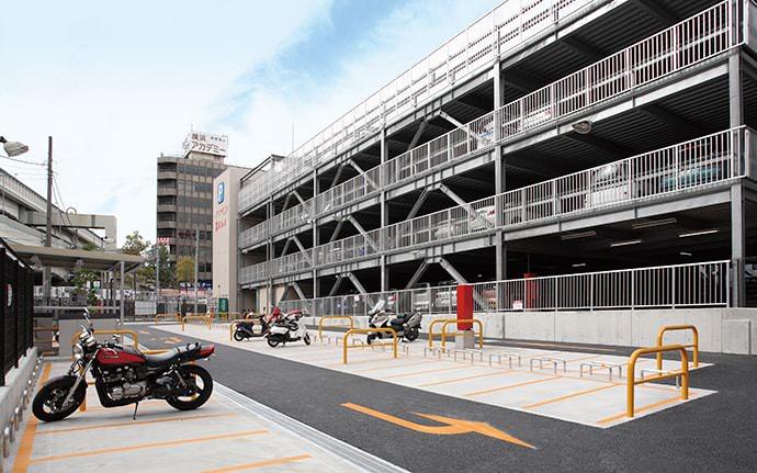 横浜駅西口オートバイパーキング