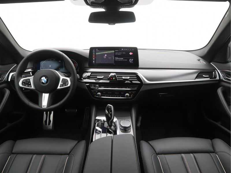 BMW 5 Serie Sedan 520i High Executive M-Sport Automaat afbeelding 13