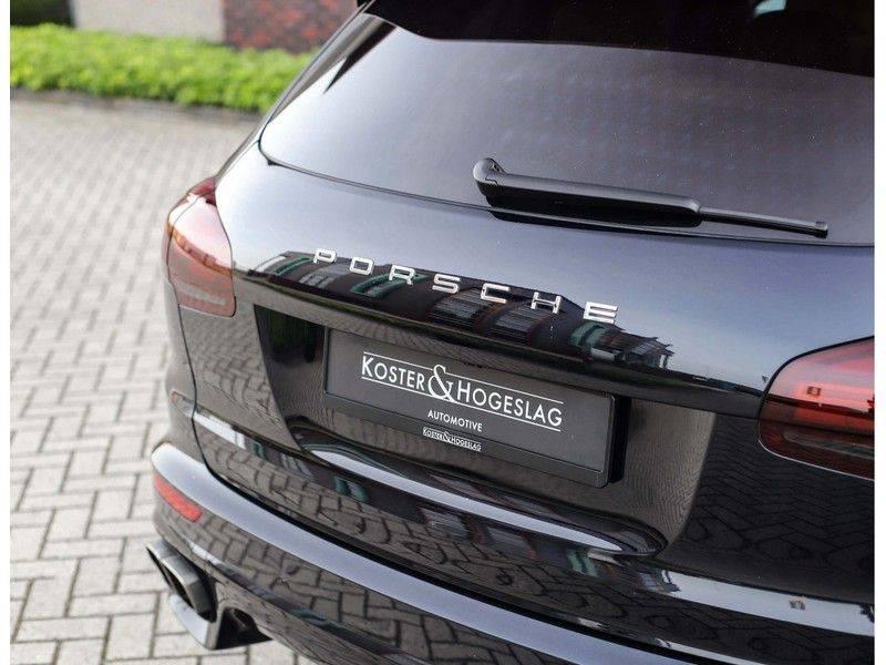 Porsche Cayenne Turbo *SportDesign*Pano*360cam*Chrono*Soft-Close* afbeelding 12
