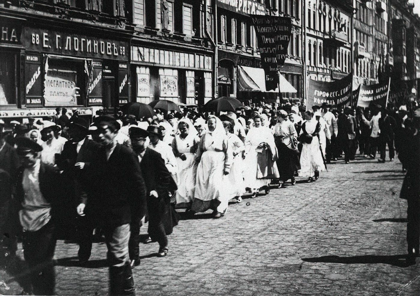 Политическая демонстрация против Временного правительства, 1 июля 1917. Фото: неизвестный автор, russiainphoto.ru