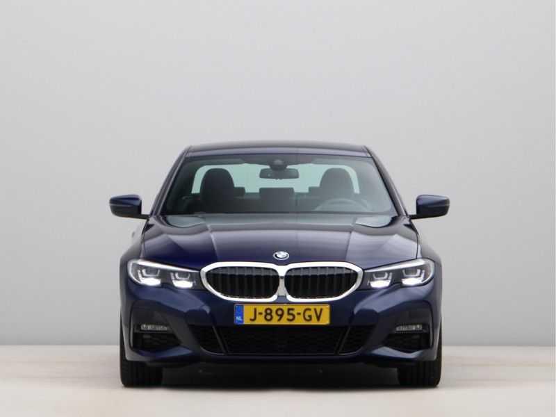 BMW 3 Serie 318i Executive Model M Sport afbeelding 4