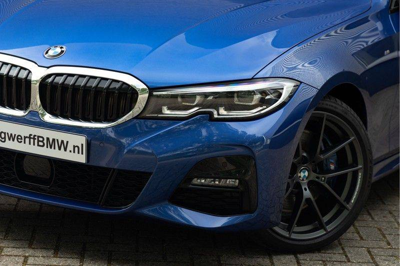 BMW 3 Serie Touring 330i M-Sport - Panorama - Driving Assistant Professional - DAB afbeelding 8