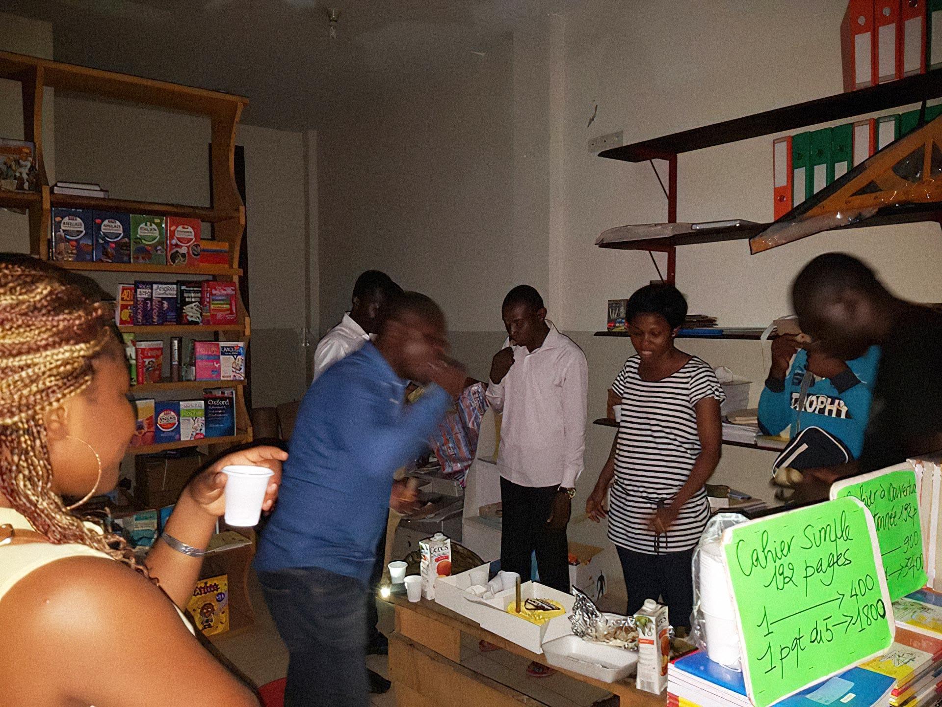Вечеринка в книжном магазине Librarie Buku в Браззавиле, Конго. Источник: фейсбук-страница магазина