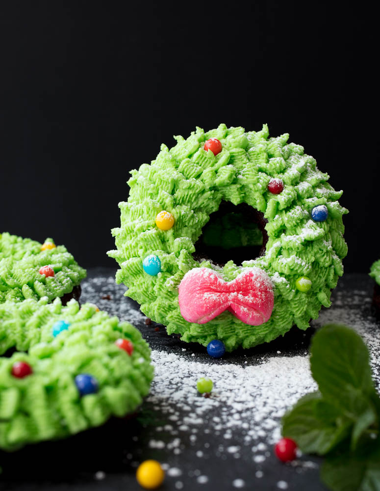 Vegan Mini Wreath Cakes