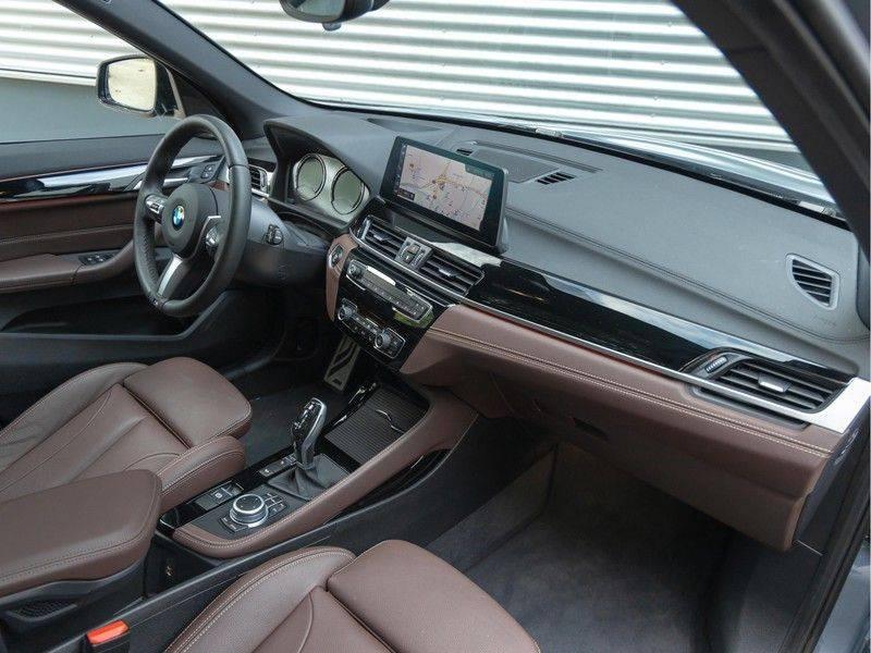 BMW X1 xDrive20i High Executive - Memoryzetel - Panorama - Trekhaak - Harman Kardon afbeelding 14