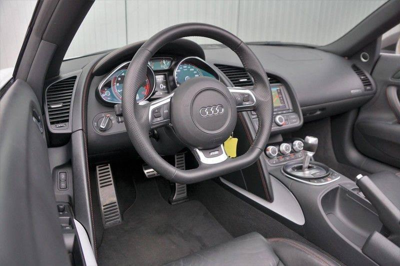 Audi R8 Spyder 5.2 V10 FSI / Akrapovic / Carbon Pack / B & O / Ceramic / Camera / Audi Exclusive / Cruise afbeelding 10