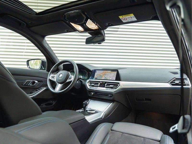 BMW 3 Serie Touring 330e xDrive M-Sport - Panorama - Harman Kardon - Active Cruise afbeelding 3