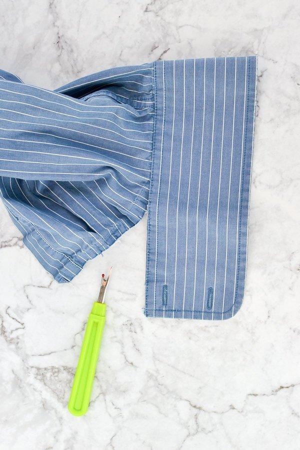 Poignet de chemise décousu