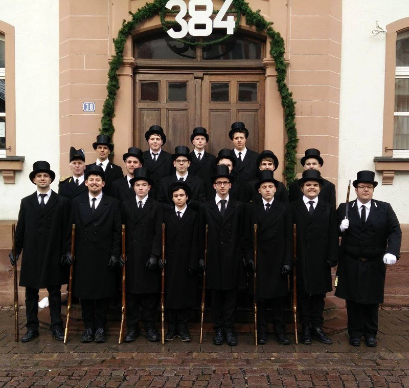 Die Wachmanschaft mit Wachhabendem Rüdiger Schreck und Leutnant Thomas Baumann