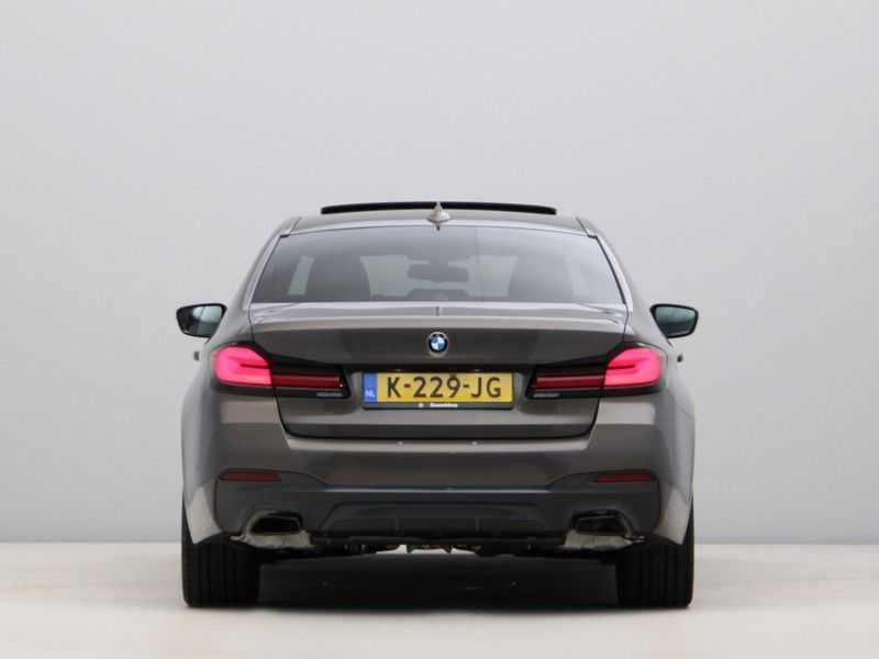 BMW 5 Serie 540i High Exe M-Sport afbeelding 5