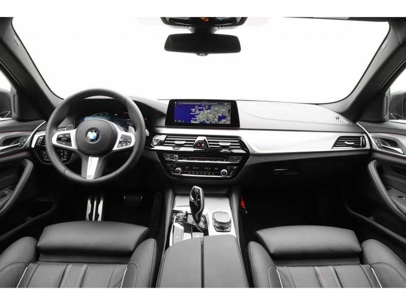 BMW 5 Serie Touring 520i High Executive Edition afbeelding 5