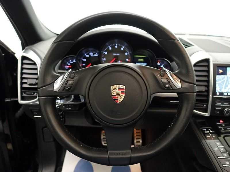 Porsche Cayenne 4.8 S 400pk Sport Chrono Tiptr Aut, Panoramadak, Leer, Camera, Black Edition afbeelding 7