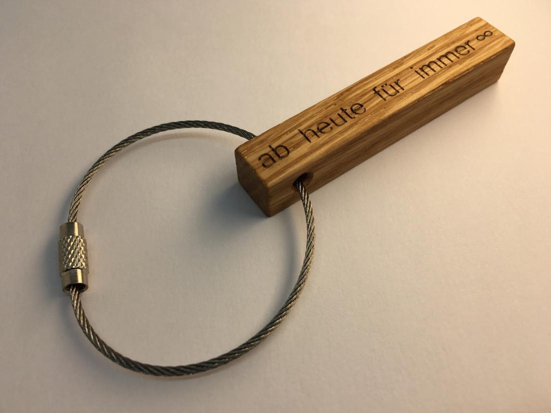 Ein besonderer Anhänger für einen ganz besonderen Tag. Ob Taufe, Geburtstag oder Hochzeit. Ein individueller Schlüsselanhänger für Immer.