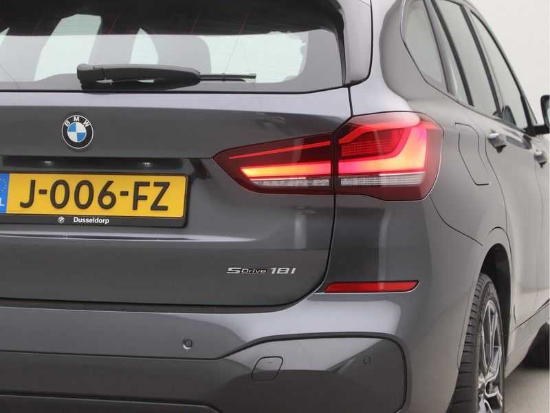 BMW X1 sDrive18i Executive Edition M-Sport Automaat afbeelding 17