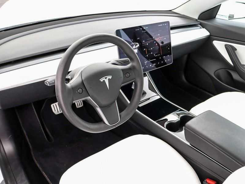 Tesla Model 3 Long Range All-Wheel Drive Performance Prijs is Incl. BTW   20'' grijze Performance-velgen   Performance upgrade   Performance remmen   Autopilot   afbeelding 10