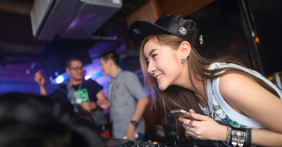 DJ Faahsay Penamilan Seksi Penuh Sensasi