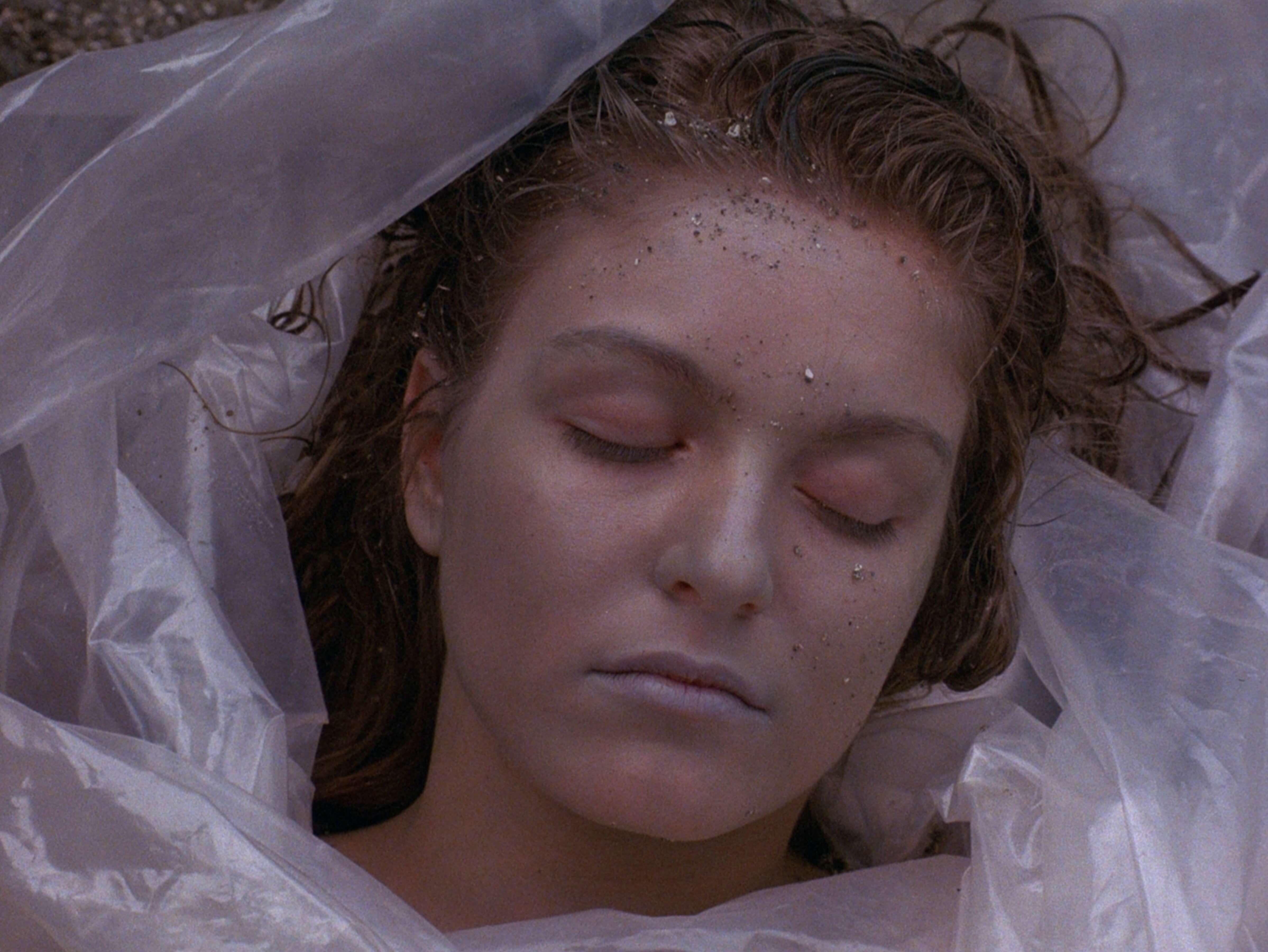 Труп Лоры Палмер впервой серии «Твин Пикс». Источник: imdb.com