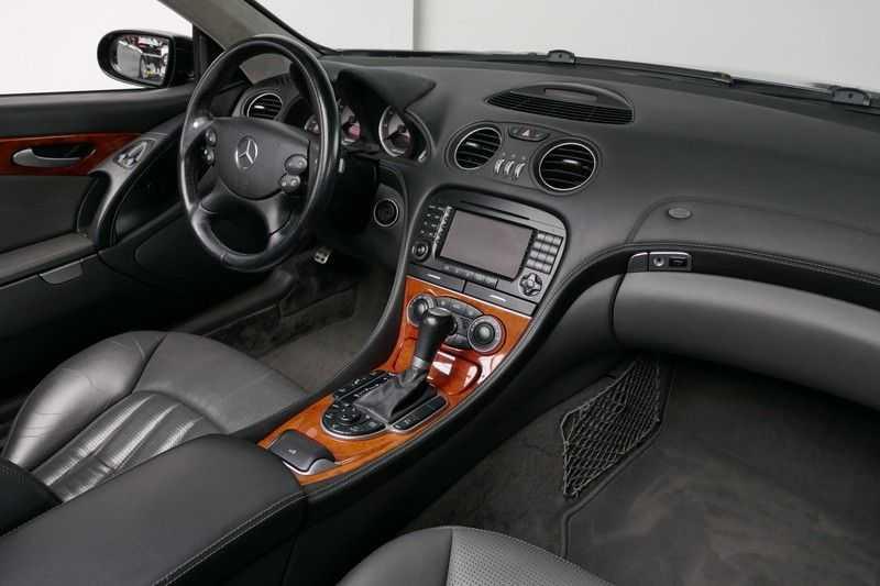 Mercedes-Benz SL-Klasse 65 AMG V12 afbeelding 16