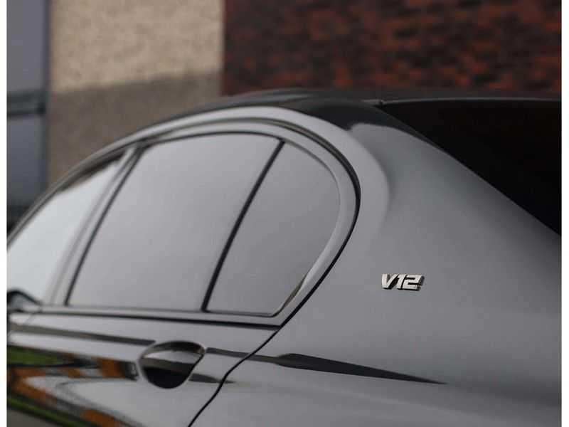 BMW 7 Serie M760Li xDrive *Dravit grey*Executive seats*Sky Lounge*Full option* afbeelding 17