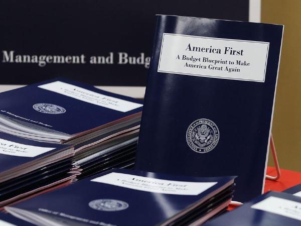 트럼프, 1조1500억달러 예산규모 의회 제출