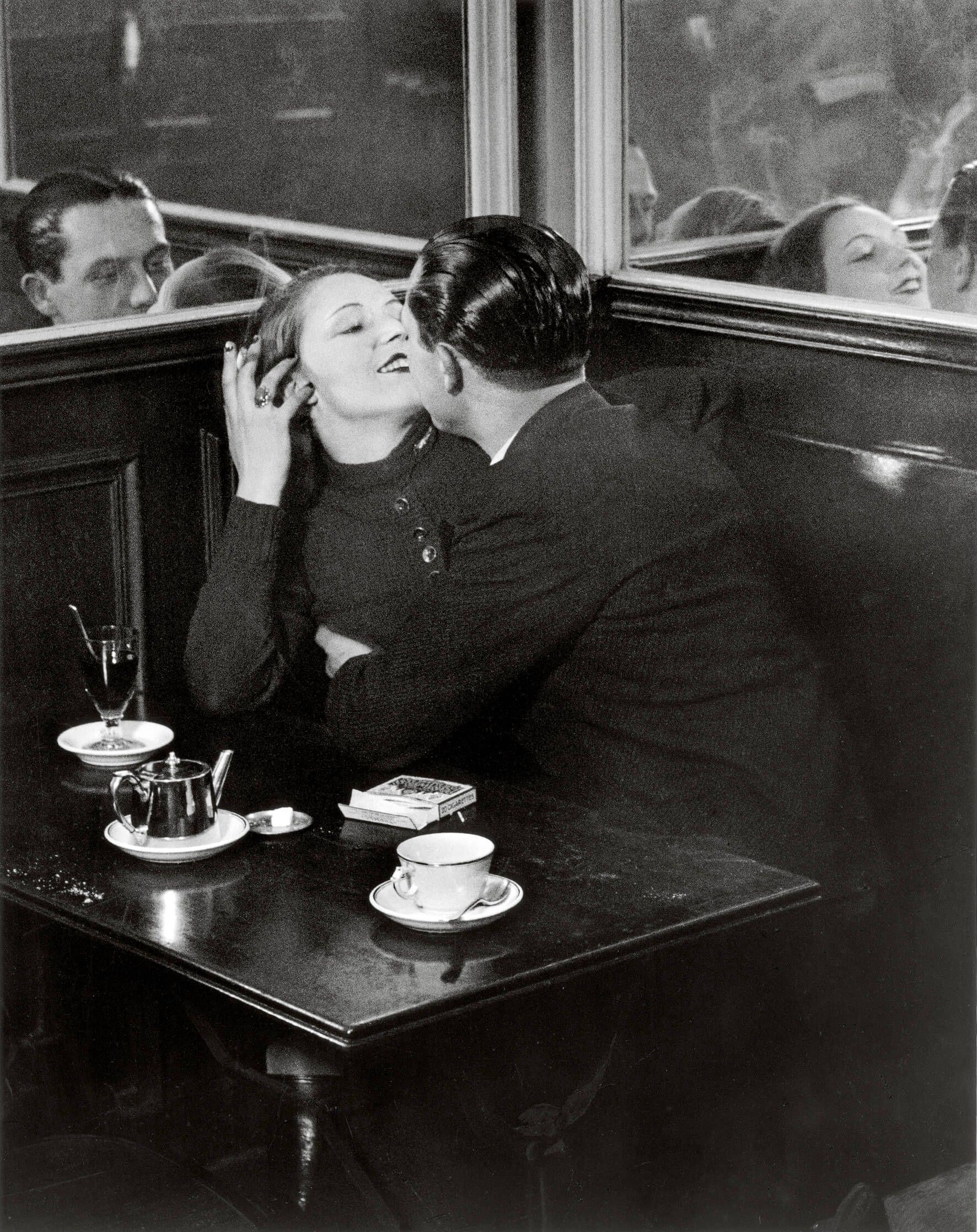 Любовники впарижском кафе, 1932год. Источник: cult-mag.de