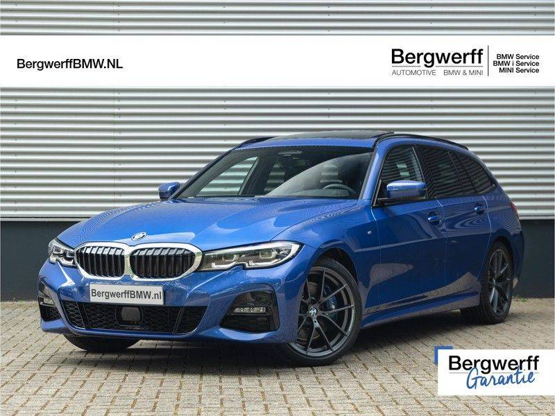 BMW 3 Serie Touring 330i M-Sport - Panorama - 19 Inch M-Performance - Active Cruise Controle afbeelding 1