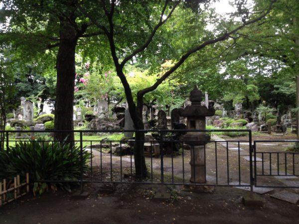 tokyo-buddhist-cemetery-garden