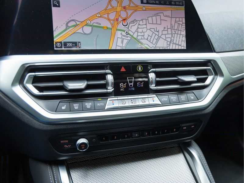 BMW 4 Serie Coupé M440i xDrive M-Sport - Head-up - Dak - Camera - DAB afbeelding 24