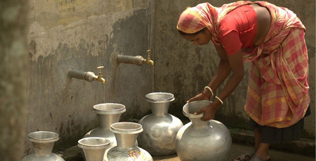 https://d33wubrfki0l68.cloudfront.net/300d4b0ffde6935206d14389c43dbf003744e72a/f5009/news/img/drinking-water-bangladesh/bangladeshi_woman_drawing_water.jpg