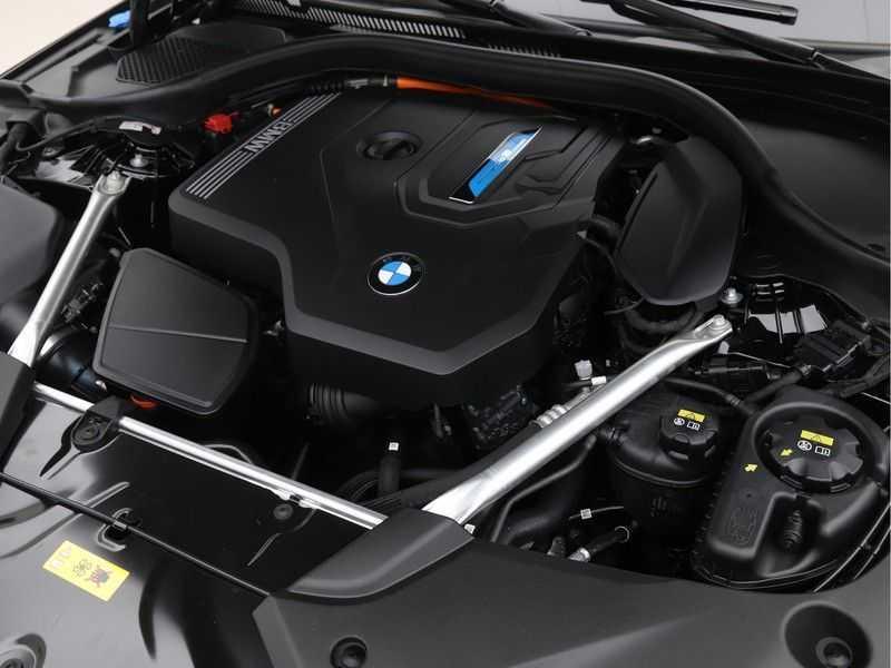 BMW 5 Serie 520e Sedan High Exe M-Sport Hybrid afbeelding 3