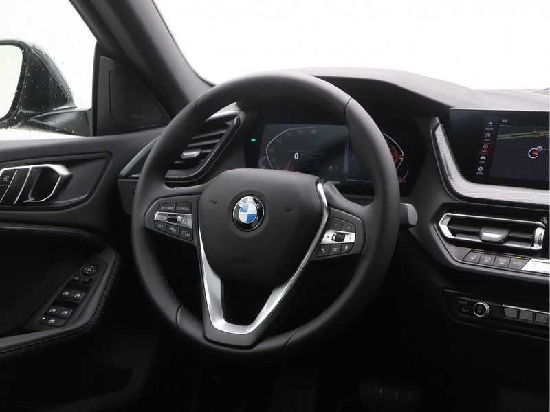BMW 2 Serie Gran Coupé 220i High Executive Luxury Line Automaat afbeelding 2