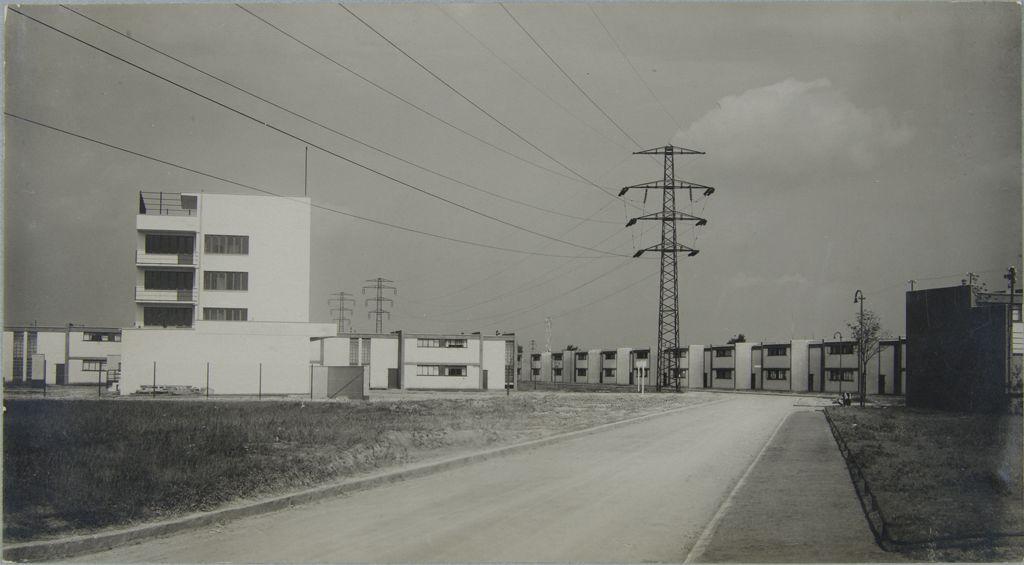 Dessau-Törten establishing shot