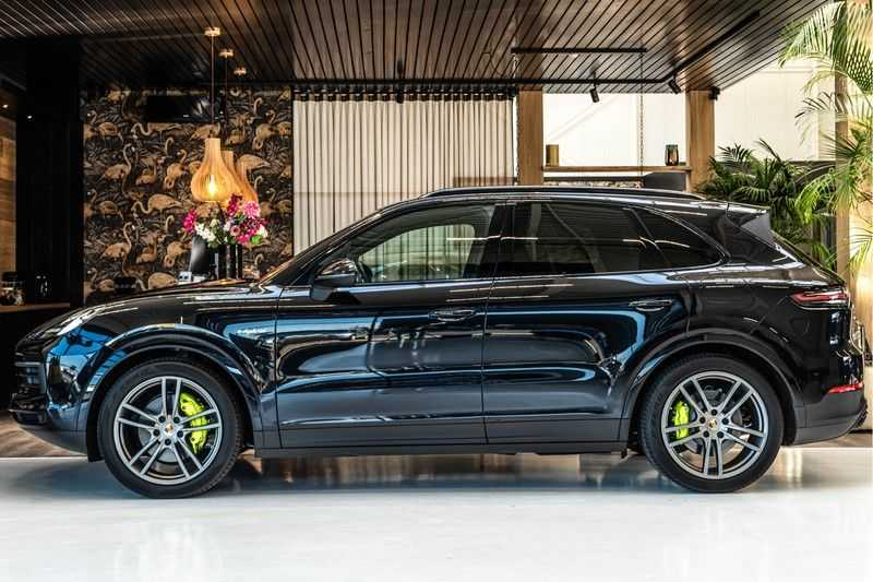 Porsche Cayenne E-Hybrid | Sport-Chrono | Panorama | BOSE | PASM | Adaptieve Sportstoelen afbeelding 2