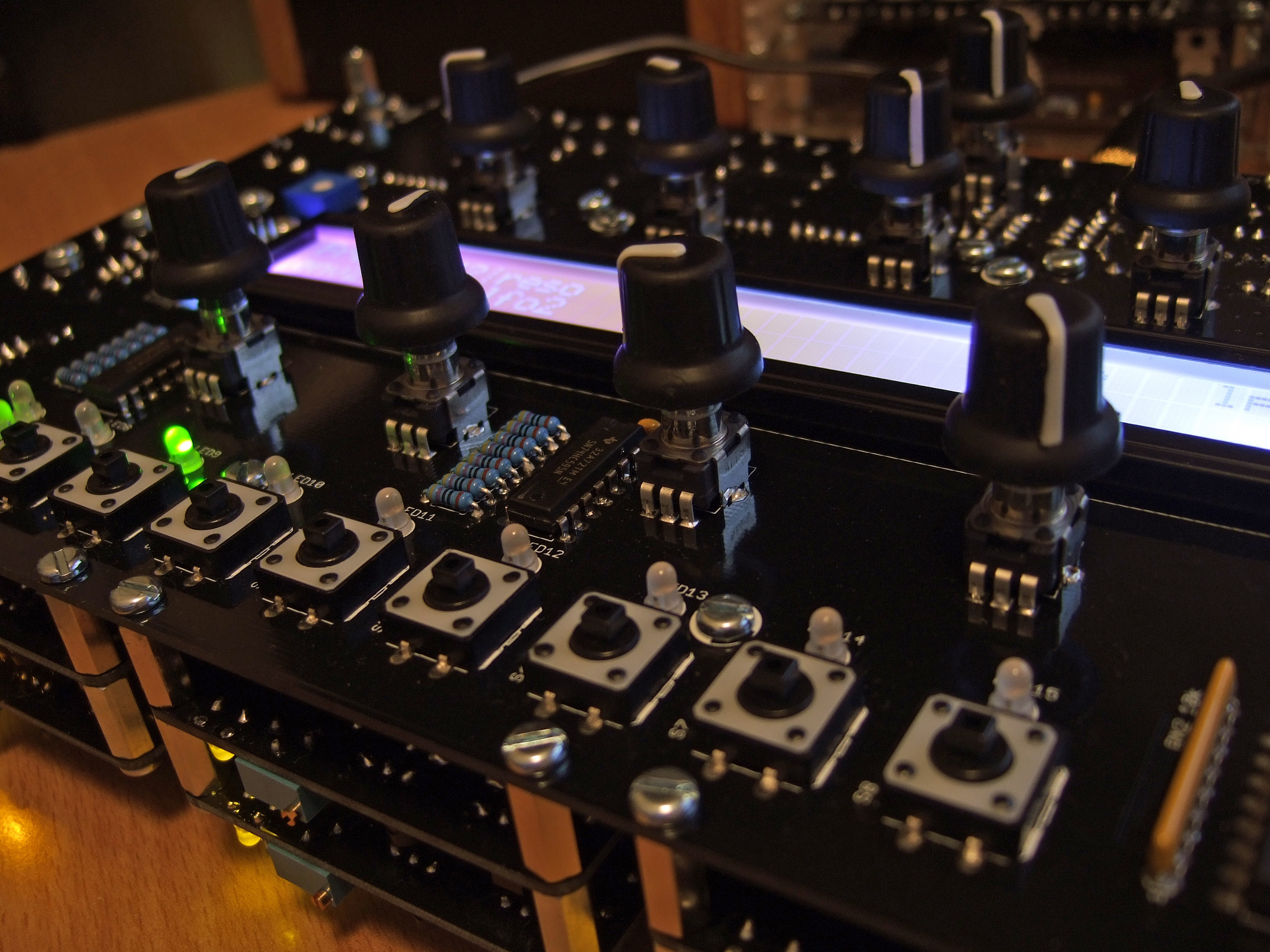 A DIY 6-voice poly digital/analogue hybrid. Check out those voice cards underneath.