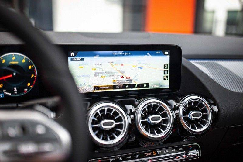 Mercedes-Benz GLA 200 AMG Line *Pano / HUD / Memorystoelen / 360 Cam / Burmester* afbeelding 12
