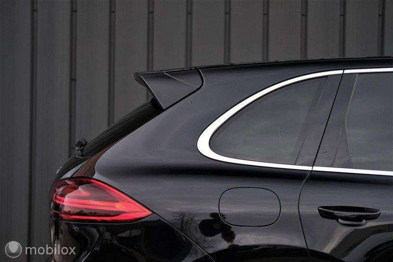 Porsche Cayenne 4.2 D S | Panoramisch dak | Bose | 850 Nm afbeelding 7