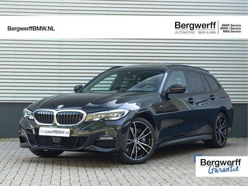 BMW 3 Serie Touring 330e xDrive M-Sport - Panorama - Active Cruise - Harman Kardon - Camera afbeelding 1