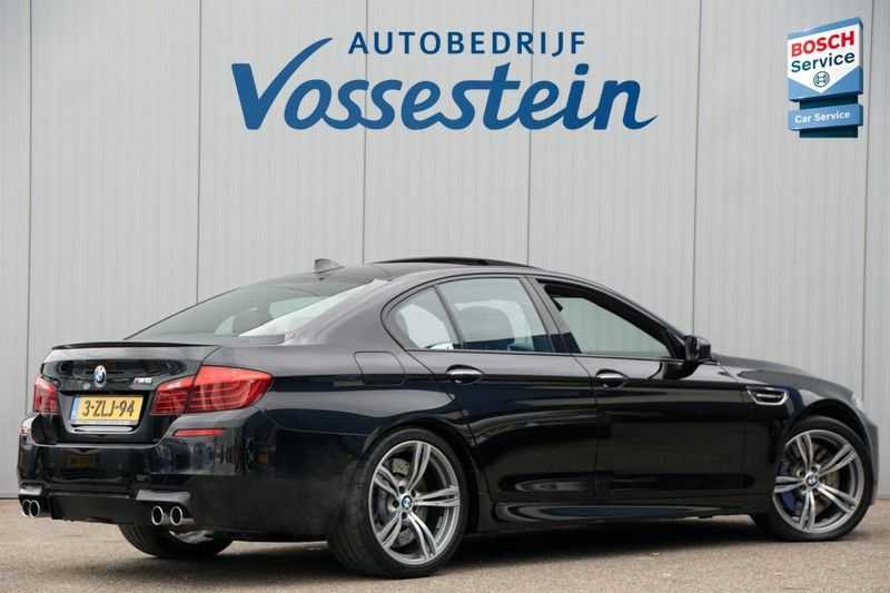 BMW 5 Serie M5 / Schuifdak / Harman Kardon / Side Assist / Head-Up / Stuurverw. / Trekhaak / Massage afbeelding 4